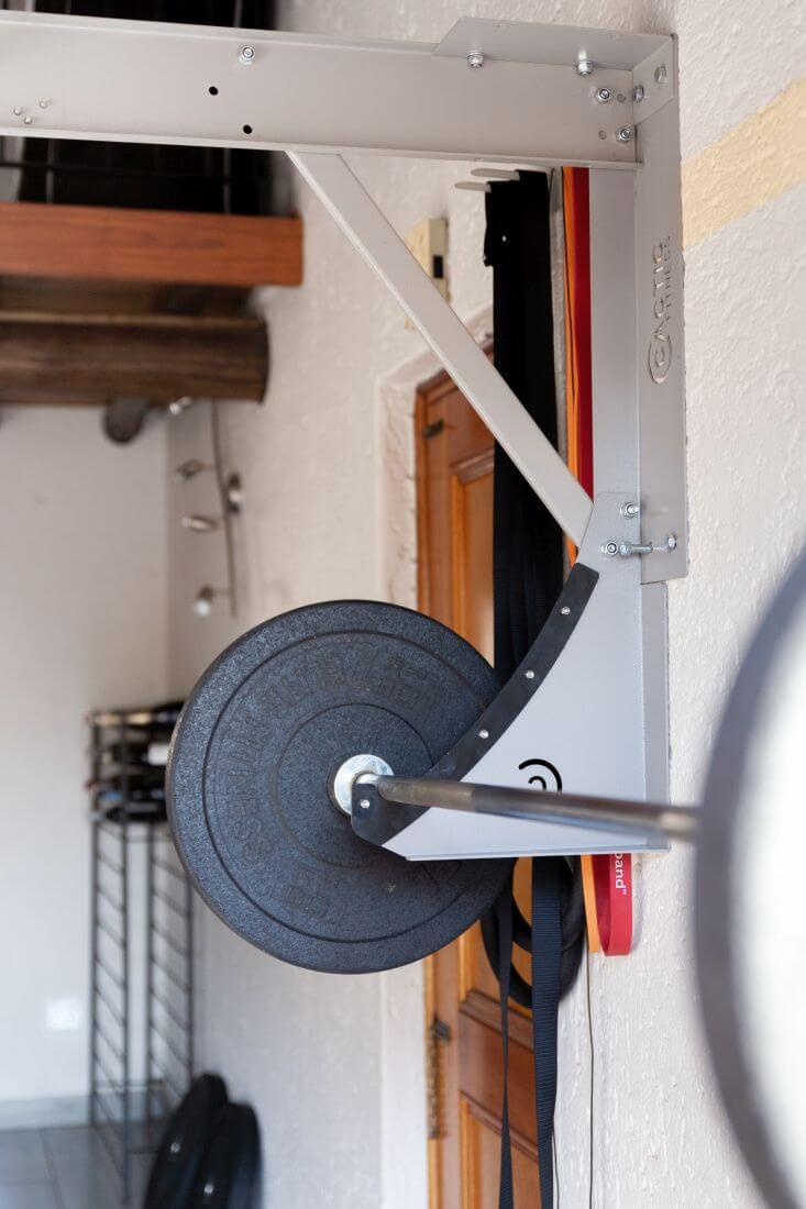 Kipping-Bar-with-Bar-Holder